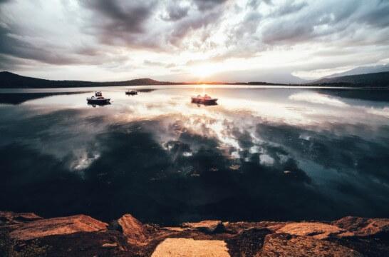 海外リゾートの湖