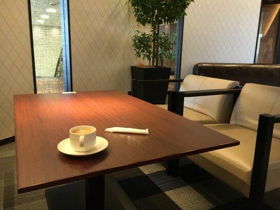 伊丹空港のラウンジ・オーサカのソファー席