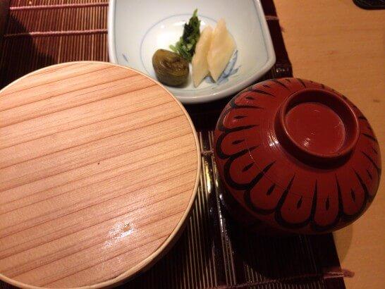 界伊東の夕食のご飯・味噌汁・お新香