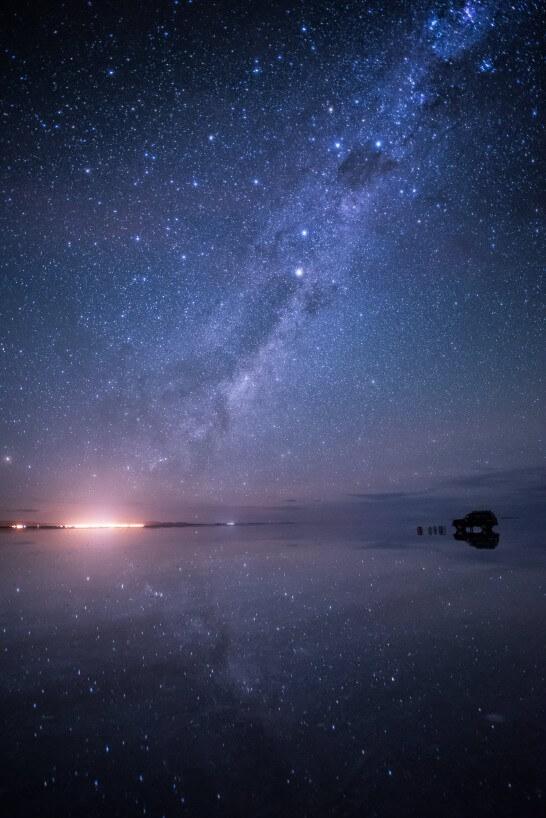 星空が反射するウユニ塩湖