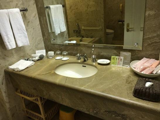 ホテルオークラ東京ベイのデラックスルームの洗面所
