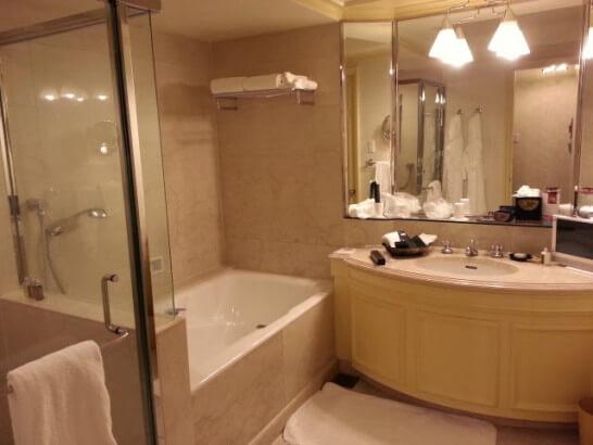椿山荘のバスルーム