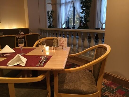 レストランフォンタナのテーブル