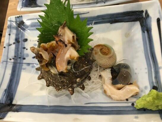 磯丸水産のサザエの刺身
