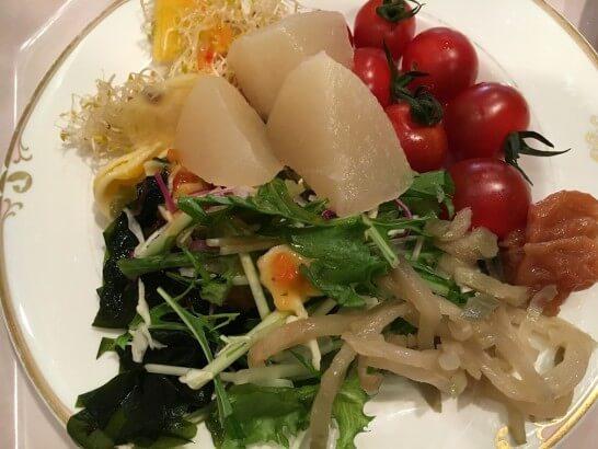 オークラ東京ベイの朝食ビュッフェのサラダ