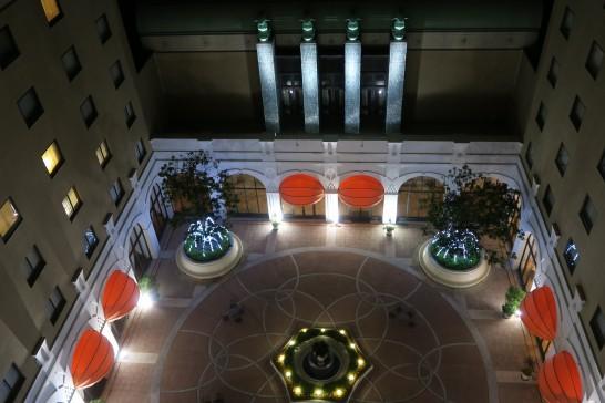 オークラ東京ベイの中庭(夜景)
