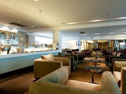 Louis' Tavern CIP First Class (Conc A) Lounge