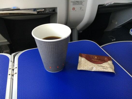 ANAラウンジのコーヒーとお菓子