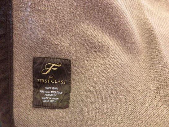 JALファーストクラスの毛布