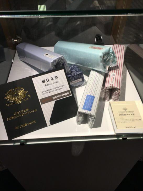 ダイナースクラブ銀座ラウンジの展示物(大和屋シャツ店)