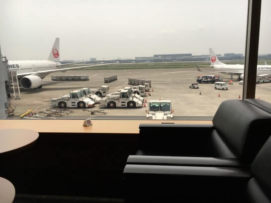 羽田空港のエアポートラウンジ(北)の窓からの眺め