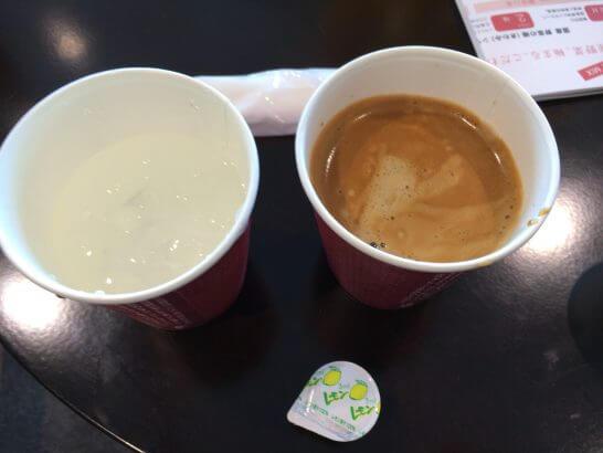 D's ラウンジトーキョーのコーヒーと冷水