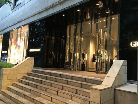 ジョルジオ アルマーニ 六本木ヒルズ店の入口