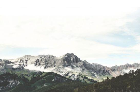 海外リゾートの山