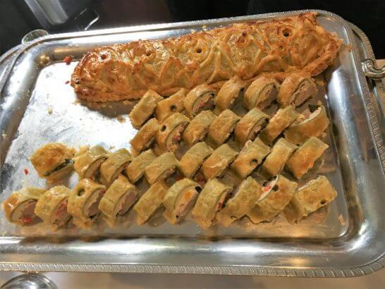 鳥取地鶏ピヨと仔羊のプロヴァンス風パイ包み焼