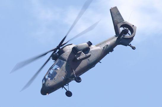 下降するヘリコプター