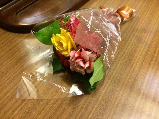 誕生日にレストランでもらった花束