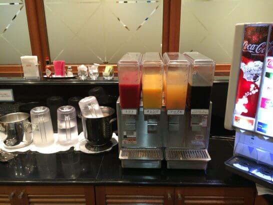 羽田空港のPOWER LOUNGE CENTRALのジュース類