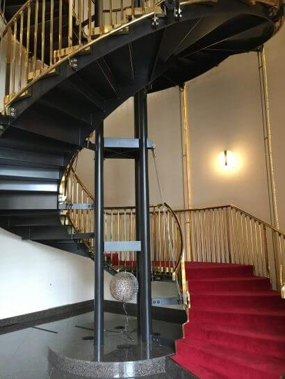 ウェスティンホテル大阪のロビーラウンジの階段