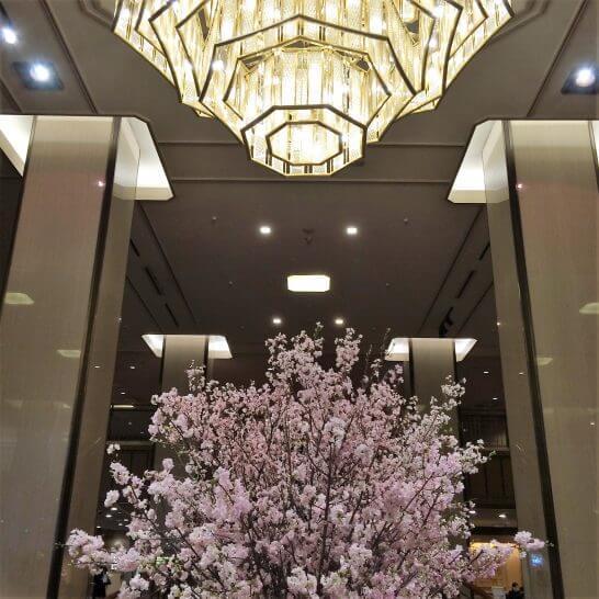 帝国ホテル東京のシャンデリアとお花
