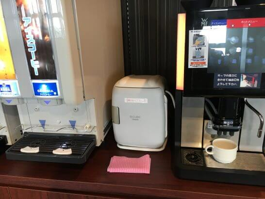 伊丹空港のラウンジオーサカ のコーヒーマシン