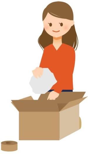 郵送物をダンボールに詰める女性のイラスト