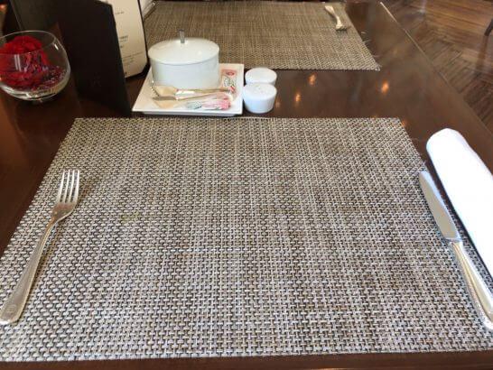 セントレジスホテル大阪の朝食のテーブルクロス