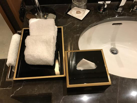 セントレジスホテル大阪のベッドメイキング後の洗面台