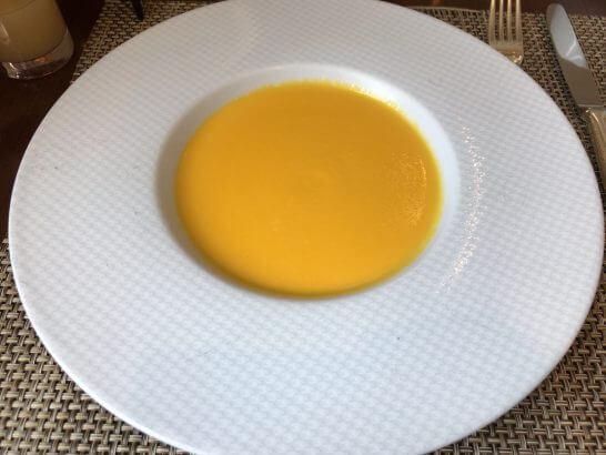 セントレジスホテル大阪の朝食のスープ