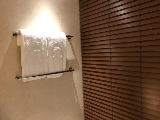 セントレジスホテル大阪のベッドメイキング後のバスタオル