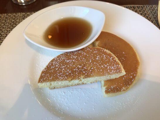 セントレジスホテル大阪の朝食のパンケーキ