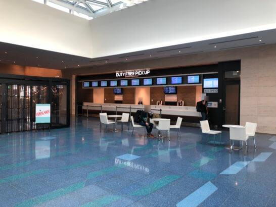 羽田空港国際線ターミナルの免税品受け取りカウンター