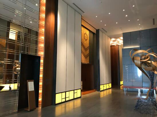 アンダーズ東京のロビー・エレベーター