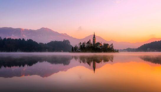 海外の湖畔