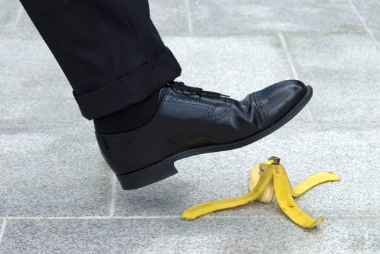 バナナの皮で転ぶ寸前