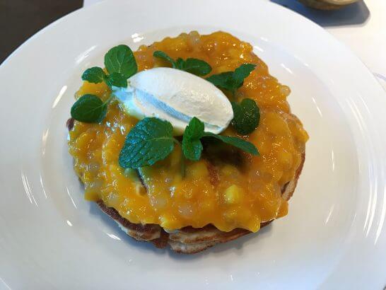 シャングリ・ラホテル東京の朝食のマンゴーパンケーキ