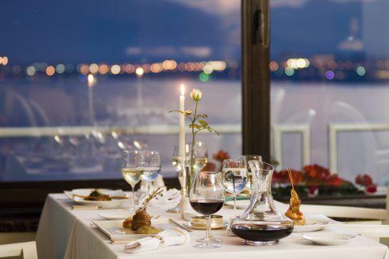 高級レストランでのディナー