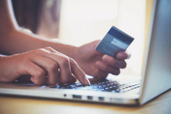 クレジットカードでのオンラインショッピング