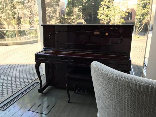東京マリオットホテルのロビーフロアのピアノ