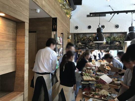 Mr.FARMER 駒沢オリンピック公園店のレセプションパーティーの料理の振る舞い