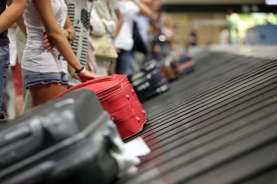 空港での手荷物受取
