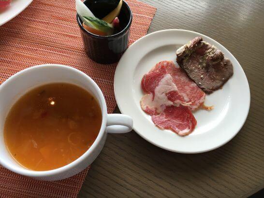 ヒルトン小田原のブラッセリーフローラのランチ (スープ・野菜・オードブル)
