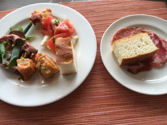 ヒルトン小田原のブラッセリーフローラのランチ (オードブルとパン)