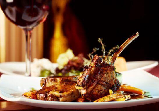 高級レストランでの豪華なディナー