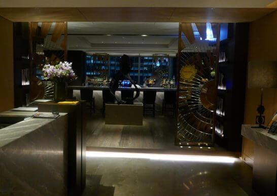 フォーシーズンズホテル東京のMOTIFの入口