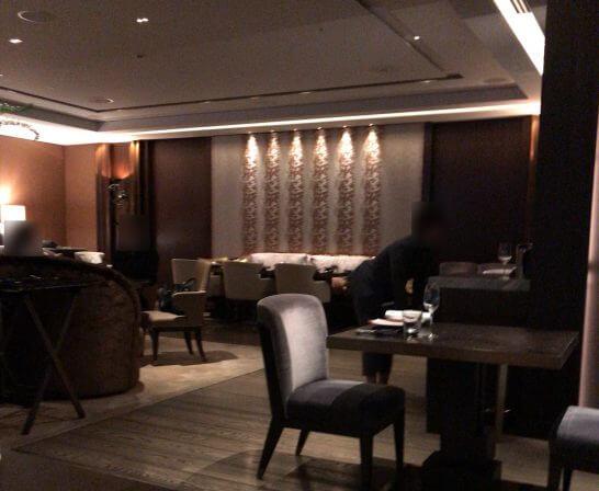 フォーシーズンズホテル丸の内 東京のMOTIFの店内