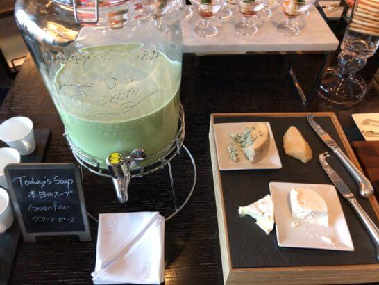 シャングリ・ラ ホテル東京のホライゾンクラブラウンジのグリーンピーススープ
