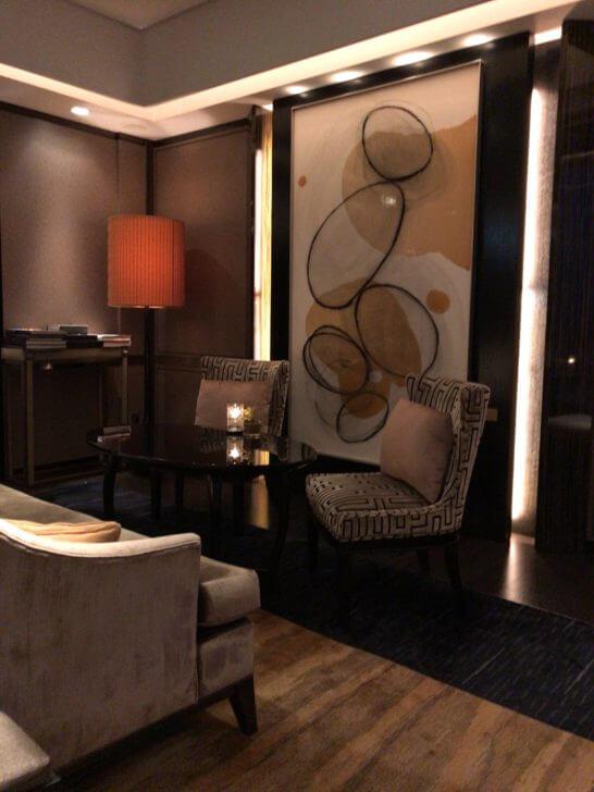 シャングリ・ラ ホテル東京のホライゾンクラブラウンジのカクテルタイムの雰囲気