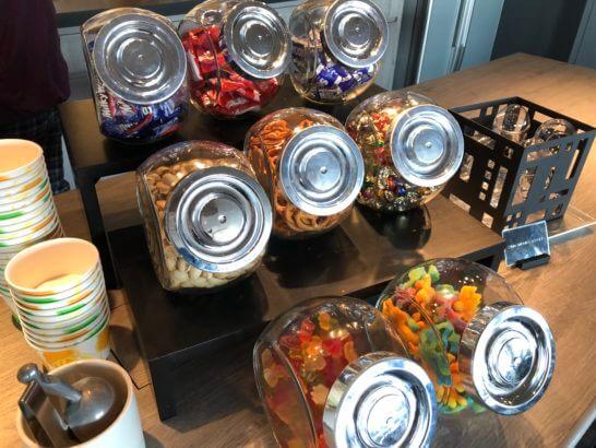東京マリオットホテルのエグゼクティブラウンジのお菓子・スナック類 (2)