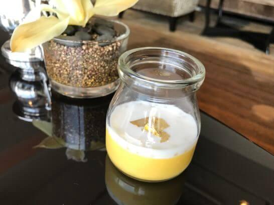 シャングリ・ラ ホテル東京のホライゾンクラブラウンジの金粉が入ったプリン